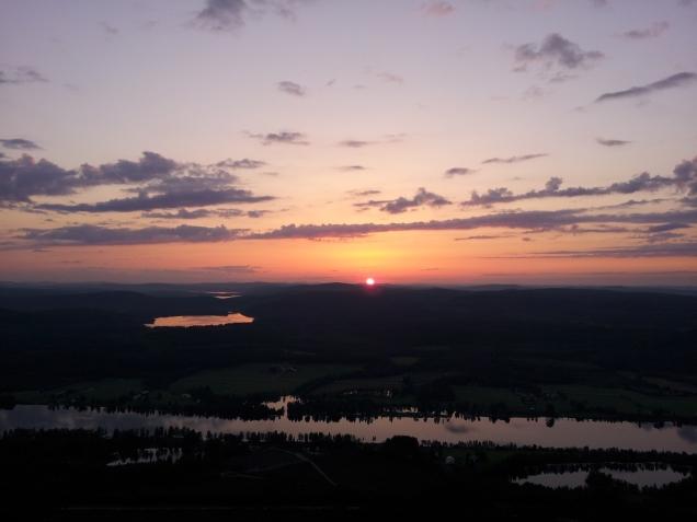 Sonnenaufgang (Dunkel nur aufgrund des Fotomodus)