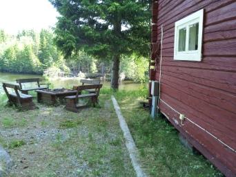 Feuerstelle neben dem Haus