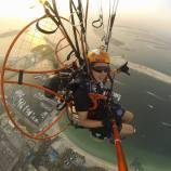 Über der weltberühmten Palme in Dubai
